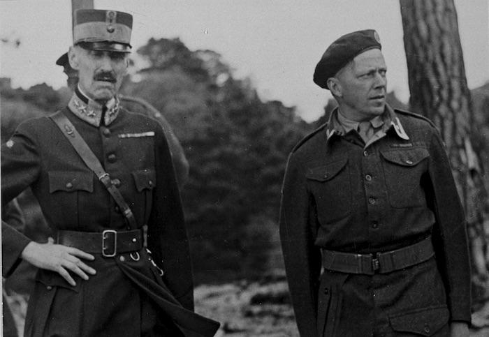 Norwegian King Haakon VII and Tronstad, in exile in Britain.