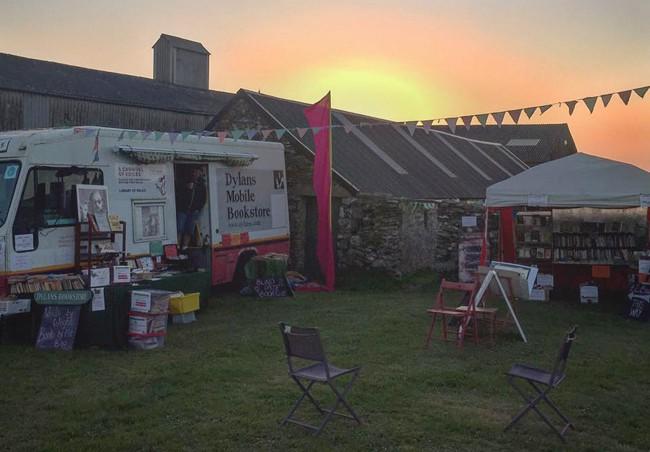 mobile bookstore sunrise