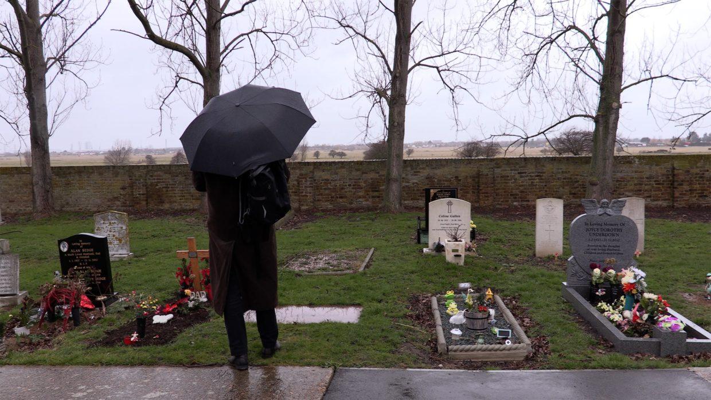 PW at UJ's grave (SAhona Illingworth)