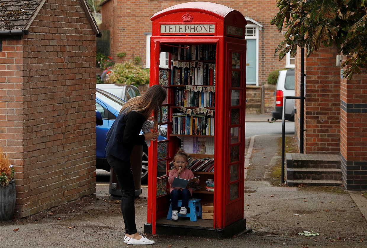 Red Phone Box Library, Long Clawson, England