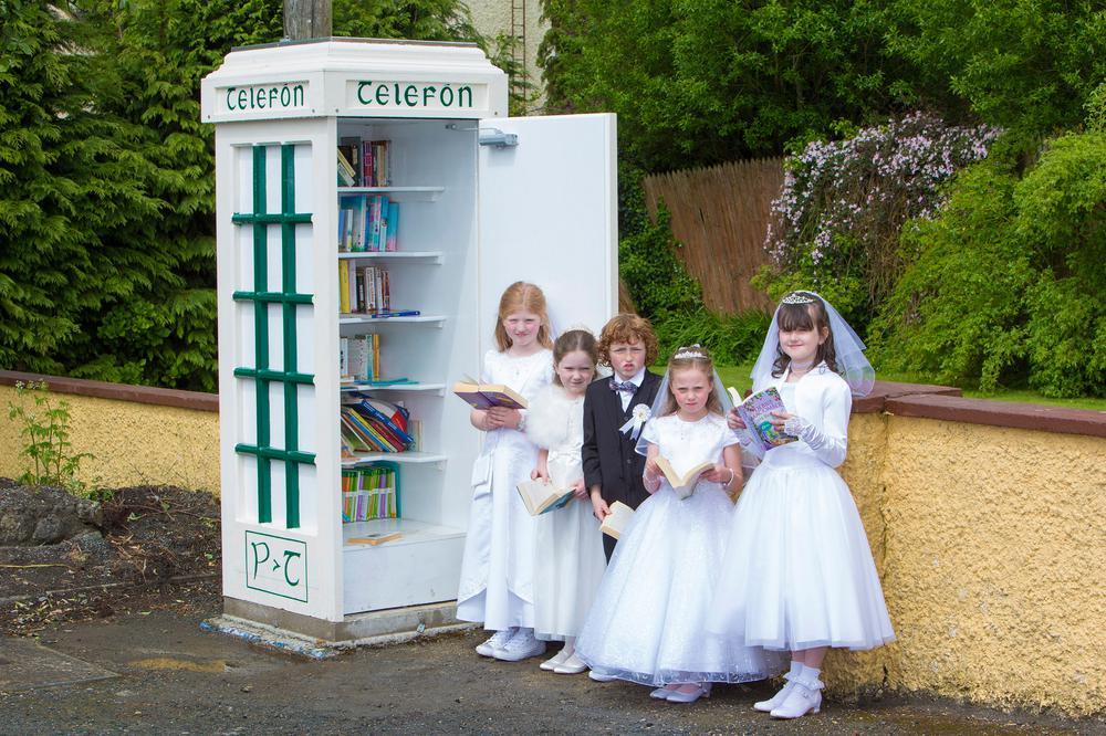 Telefón Library Kiosk, Knockananna, Ireland