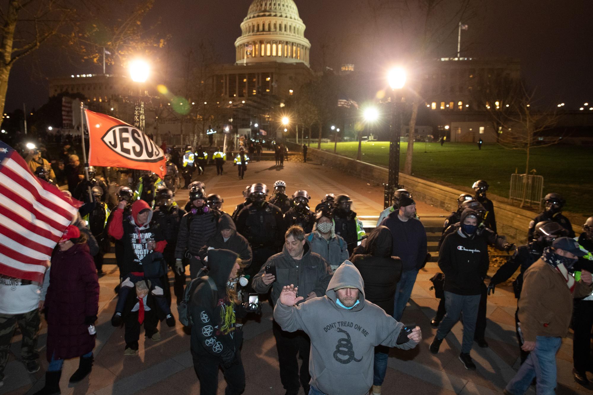 cops vs protesters